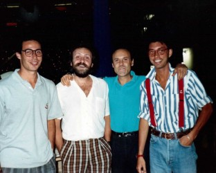 Luciano Capponi con la troupe di Incredibile, RaiDue 1988