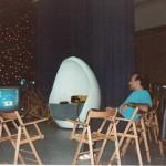 Luciano Capponi durante la regia della trasmissione televisiva Incredibile, RaiDue 1988