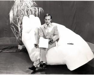 Luciano Capponi in una scena della trasmissione Polvere di Pitone, RaiTre 1983